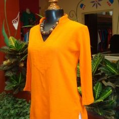 This generously-sized three-quarter-sleeve top features a V neck and mandarin collar. The Last Resort is the exclusive purveyor of Manta del Lago cotton gauze clothing in the U.S.
