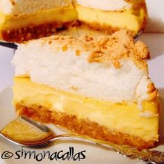 Apple Custard Meringue Dessert - an old Romanian recipe - simonacallas Meringue Desserts, No Cook Desserts, Apple Desserts, Sweets Recipes, Easy Desserts, Delicious Desserts, Cake Recipes, Cooking Recipes, Yummy Food