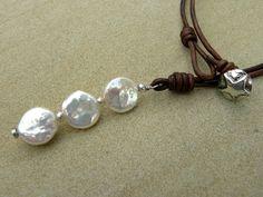 Les perles blanches naturelles en argent cuir par TeDiJewelry