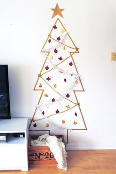 Washi Tape Christmas tree. A great alternative to a standard tree. So perfect for small apartments or college dorms!  DIY tutorial linked!