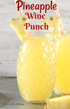 Easy Pineapple Wine Punch is a delicious party drink for any occasion. Just 4 ingredients go into this easy wine punch and it will instantly transport you to a tropical frame of mind! Drinks Easy Pineapple Wine Punch {Video} - Miss in the Kitchen Beste Cocktails, Wine Cocktails, Cocktail Drinks, Summer Wine Drinks, Wine Mixed Drinks, Easy Mixed Drinks, Drink Wine, Summer Cocktails, Soju Drink
