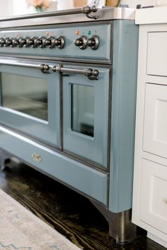 Elegant white farmhouse kitchen with Benjamin Moore Repose Grey cabinets, subway tile, gold accents, and reclaimed barn wood. Murcia, Grey Kitchens, Home Kitchens, Kitchen Decor, Kitchen Design, Loft Kitchen, Kitchen Ideas, Open Family Room, Grey
