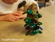 stacking Yertle the Turtle Egg Carton Craft - Frugal Fun For Boys Craft Activities For Kids, Preschool Crafts, Projects For Kids, Craft Projects, Snake Crafts, Turtle Crafts, Crafts To Do, Crafts For Kids, Arts And Crafts