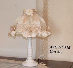 Lampara h 35 cm con tela satin y aplicaciones de rosas  sobre pedido-tiempo de entrega 20-30 dias  pvp 119,00€  http://www.memoriesminiaturesandcompany.com/inicio.php?page=index