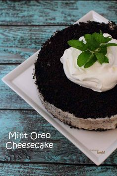 No-Bake Mint Oreo Cheesecake - perfect for lazy people who don't want to turn on their ovens.