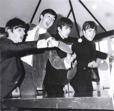 Beatles do ping pong