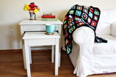 Nesting side tables with cute cottage charm for your living room! DIY plans to build these nesting end tables inspired by Pottery Barn Pratt Nesting Side Tables. Log Furniture, Coaster Furniture, Diy Furniture Projects, Woodworking Projects, Wood Projects For Beginners, Wood Working For Beginners, Easy Diy Projects, Project Ideas, End Table Plans