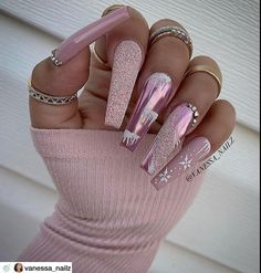 """💋 Perfect Nails 🌎 on Instagram: """"Wow. Beautiful! Nail Artist: @vanessa_nailz ✔️🌟🌟🌟 💝 Tap photo to see artist page link. Follow her for more gorgeous nail art designs!…"""" Holiday Nail Designs, Classy Nail Designs, Cute Acrylic Nail Designs, Beautiful Nail Designs, Nail Art Designs, White Acrylic Nails, Best Acrylic Nails, Polygel Nails, Cute Nails"""