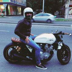 @robert_bolurov in a Yamaha XJR1300...