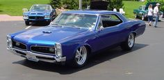 1966 Pontiac blue hardtop - Mom had one of these in red Pontiac Lemans, Pontiac Cars, Chevrolet Corvette, 1965 Gto, Gto Car, Mustang Cars, American Muscle Cars, Sport Cars, Cool Cars