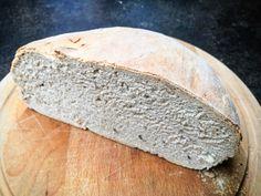 Není nic lepšího než čerstvý chleba s dobrým máslem. Na to si nakrájet ředkvičky, posolit a posypat pažitkou. Bread, Food, Essen, Breads, Baking, Buns, Yemek, Meals