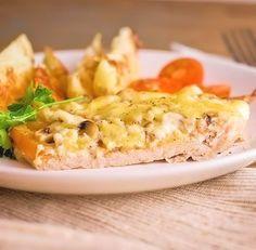 Мясо по-купечески с грибами — это очень вкусный рецепт приготовления запечённой свинины. Мясо получается очень сочным и нежным. Готовится в духовке всего 20-25 минут. В качестве гарнира к блюду подойдет что угодно, например – картофельное пюре, или вкусная вермишель. Тем же, кто на диете, достаточно будет легкого овощного салата, так как мясо очень сытное и […]