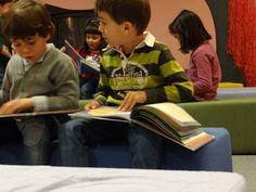 Colegio Carmen Martín Gaite. 3º de Educación Infantil. Hacer Escuela: El mundo de los cuentos    Fotografías realizadas a los grupos escolares y a los alumnos que han visitado la exposición.