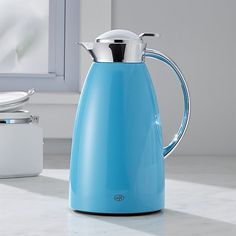 Made in Germany, this beautifully designed thermal carafe keeps drinks hot for 12 hours and cold for 24. Equipped with a glass liner for temperature control, the carafe is made of steel with a sleek lacquered aluminum finish in cheerful aqua. Construction: Alloy quality steel. Lacquered aluminum. Spout system and handle are chrome plated plastic.