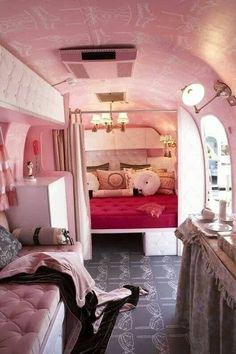 Great Picture of RV Camper Vintage Bedroom Interior Design Ideas. RVs are fun for the whole family. So it's required to take your RV on the opposing side of the border to Mexico. It's well-known that RVs aren't known. Vintage Camper Interior, Trailer Interior, Rv Interior, Interior Ideas, Interior Design, Campervan Interior, Vintage Campers Trailers, Camper Trailers, Travel Trailers