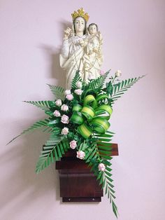 Tropical Flower Arrangements, Church Flower Arrangements, Tropical Flowers, White Flowers, Altar Flowers, Church Flowers, Church Altar Decorations, Flower Decorations, Mother Mary Pictures