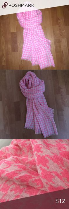 """PINK WHITE HOUNDSTOOTH Check Gauze Fringed SCARF Gorgeous vibrant hot pink and white houndstooth fringed gauzy scarf! Great texture, love this I just never pull for it, excellent condition.  Don't know who the maker is, I got it at an upscale resale shop. Approx 76"""" long not including fringe; 31"""" wide unbranded Accessories Scarves & Wraps"""
