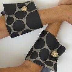 Sono felice di condividere l'ultimo arrivato nel mio negozio #etsy: brown and beige fabric pattern wrist cuffs Detachable style