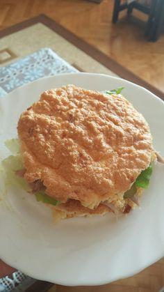 Oopsie ekmeginden tavuklu hamburger.