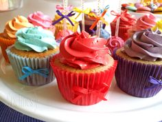 multicolor cupcakes detalle Funny Cupcakes, Ale, Party, Desserts, Food, Sugar Paste, Candy Stations, Pastries, Food Cakes