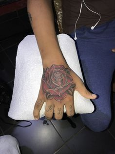 Tattoo rose hang Pi Tattoo, Rose Tattoos, Hands, Pink Tattoos