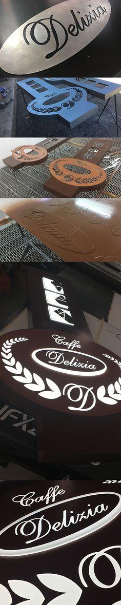 Cosa si nasconde dietro un'insegna in metallo sagomata. Il traforo permette la diffusione della luce del led proveniente dal suo interno. Arabic Calligraphy, Led, Arabic Calligraphy Art