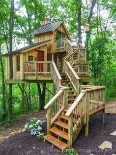 More ideas below: Amazing Tiny treehouse kids Architecture Modern Luxury treehouse interior cozy Backyard Small treehouse masters Plans Photography How To Build A Old rustic treehouse Ladder diy Treeless treehouse design architecture To Live In Bar Cabin Play Houses, Bird Houses, Treehouse Masters, Beautiful Tree Houses, Best Tree Houses, Awesome Tree Houses, Kid Tree Houses, Cool Tree Houses For Kids, Cool Houses