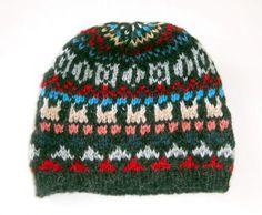 Kinder #Beanie #Mütze aus #Alpakawolle, farbenfrohe Motive, Kinder 5 - 10 Jahre  Handgestrickt von unseren Strickerinnen in Cusco/ #Peru. Warme Kindermütze aus Alpakawolle. Die Mütze ist für Kinder von 5 - 10 Jahre geeignet. Durch die elastische Strickweise Einheitsgröße Kind Mode, Knitted Hats, Winter Hats, Knitting, Cusco Peru, Fashion, Hand Weaving, Tejidos, Accessories