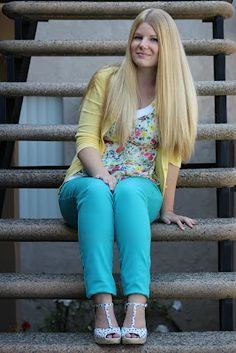 turquoise pants and floral top Want those pants!!!