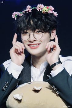 stray kids i.n./jeongin - uwu his smile with his braces :D