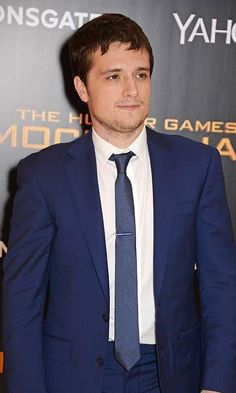 Jush Hutcherson at the Hunger Games: Mockingjay Part 1 premiere. Hunger Games Mockingjay, Hottest Male Celebrities, Jennifer Lawrence, Gentleman, Red Carpet, Celebrity Style, Film, Movie, Film Stock