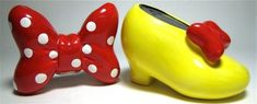 Minnie Mouse bow and shoe salt and pepper shaker set