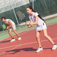 One of the most important things that you will ever hear when you are playing tennis is to keep your eyes on the ball. Games have been lost because a player cannot do this. Yes, it seems virtually impossible to really keep track of Tennis Lessons, Tennis Tips, Sport Tennis, Tennis Clubs, Tennis Players, Teamwork Skills, How To Play Tennis, Tennis Online, Tennis Equipment