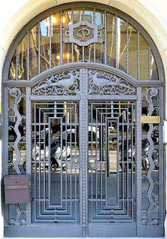 Barcelona - Diagonal 391 c Old Doors, Windows And Doors, Portal, Modern Entrance Door, Iron Gate Design, Steel Gate, Grades, Art Nouveau Architecture, Wrought Iron Gates
