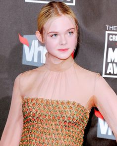 Elle Fanning Maleficent, Fanning Sisters, Critics Choice, Pale Skin, Cute Girls, Diva, Awards, January 14, Hollywood Actresses