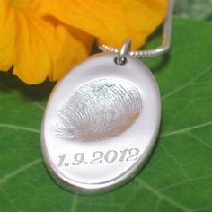 With the groom's ringfinger print and a date engraving a great wedding gift for the bride.
