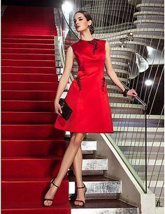 Linia -A Bijuterie Lungime Genunchi Satin Petrecere Cocktail / Venire Acasă / Concediu Rochie cu Aplică de TS Couture®