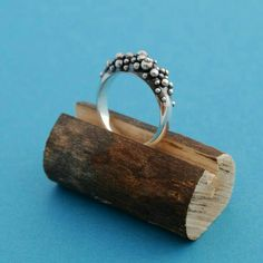 Twig cut ring stand
