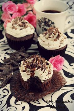 Black and white cupcakes Black And White Cupcakes, Muffins, Cheesecake, Sweet, Desserts, Food, Candy, Tailgate Desserts, Muffin