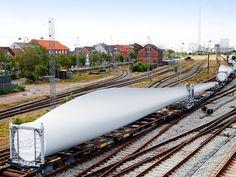 Transport par rail de 9 pales d'éoliennes de 55 mètres de long entre l'Allemagne et le Danemark.