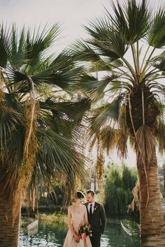 Tropical meets retro in this creative blush wedding inspiration | Image by Hom Photography