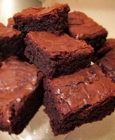 Made these delicious fudgy brownies for Mother's Day dessert. Crackly top, moist and gooey center. Fudgy Brownies, Chocolate Brownies, Cheesecake Brownies, Mint Chocolate, Chocolate Desserts, Chocolate Chips, Delicious Desserts, Dessert Recipes, Party Recipes