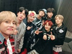 171122 BTS_official 2小时前  [#本月的BTS#] 是日冬至 吃好 穿暖 平安 健康#冬至快乐#[#ThisMonth'sBTS#] It's the winter solstice today, eat well, dress warmly, stay safe, and be healthy #HappyWinterSolstice#