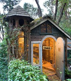 Called the Palais de Poulets, this gorgeous number was once a decrepit shed. Now it's a charming chicken hideaway.    - Veranda.com