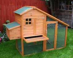 Like this chicken coop! Notice the pull out floor. Wonder if there is a door on the other side too?