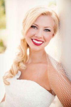 discreet makeup-bride-accent-on-lips-red-lipstick-smiling-woman-Anlas … - Wedding Makeup Red Lip Makeup, Eye Makeup, Hair Makeup, Make Up Looks, Bridal Makeup For Blondes, Make Up Tricks, Wedding Makeup Looks, Braut Make-up, Bridal Beauty