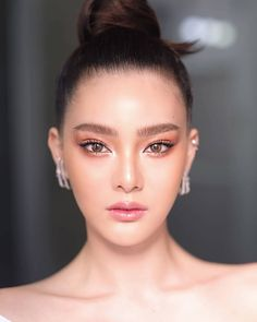 Asian Wedding Makeup, Wedding Day Makeup, Bride Makeup, Simple Makeup Looks, Makeup Eye Looks, Bridal Makeup Looks, Edgy Makeup, Asian Makeup, Hair Makeup