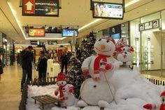 Prague Shopping, Shopping Malls, Ten Restaurant, Play Corner, Acquired Taste, Shopping Center, Christmas Shopping, Sephora, Crowd