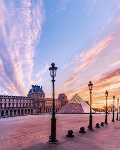 Sites Touristiques, Paris City, City Lights, Louvre, French, Building, Travel, France, Viajes