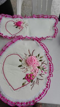 Embroidery Bags, Silk Ribbon Embroidery, Embroidery Designs, Paper Cover, Ribbon Work, Embroidery For Beginners, Bathroom Sets, Amazing Flowers, Altered Art
